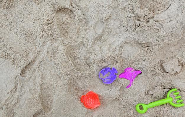 Mange timers leg med en sandkasse