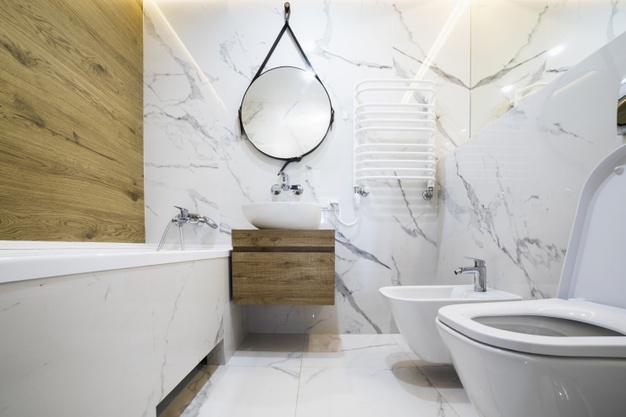 Pift rummet op med de rette badeværelsesfliser